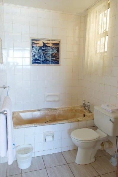 Unit 53 Main bathroom
